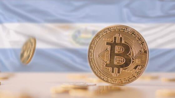 Salvadoreños ahorrarían USD 400 millones anuales enviando remesas con bitcoin